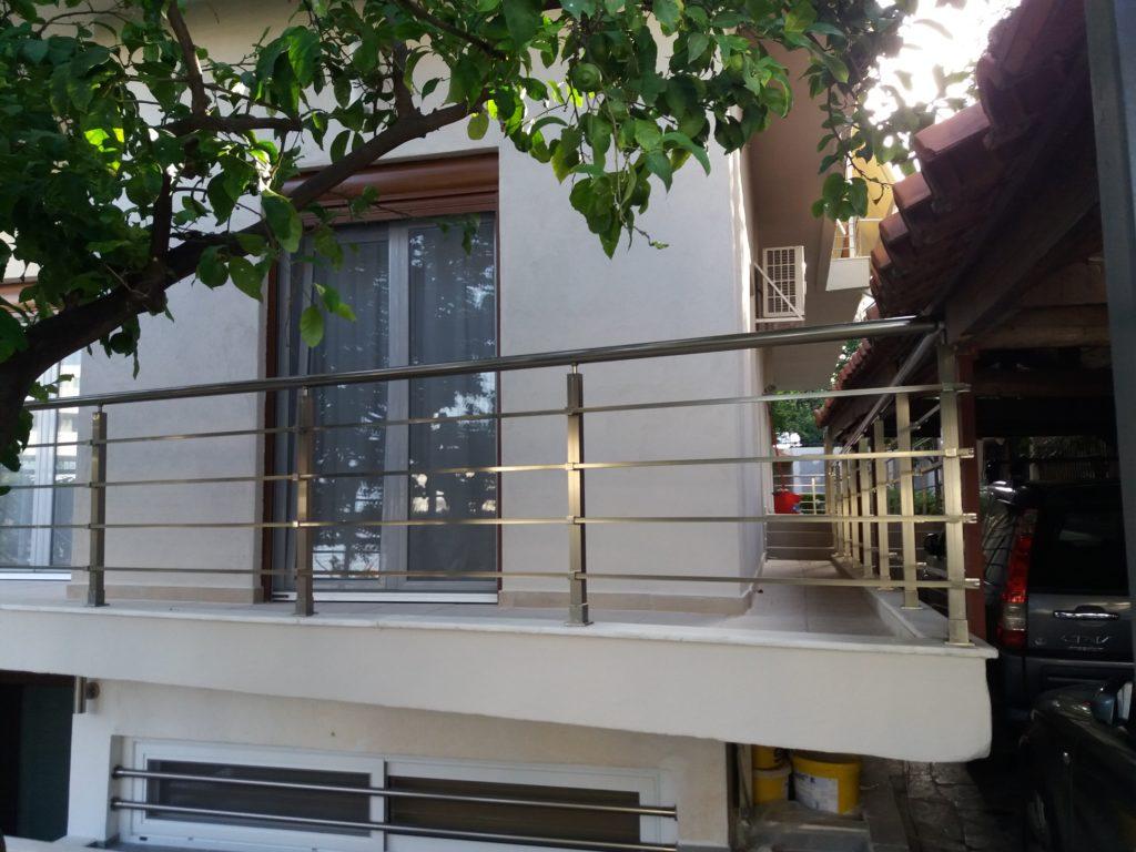 Ανακαίνιση κατοικίας τοποθέτηση κάγκελα σε μπαλκόνι