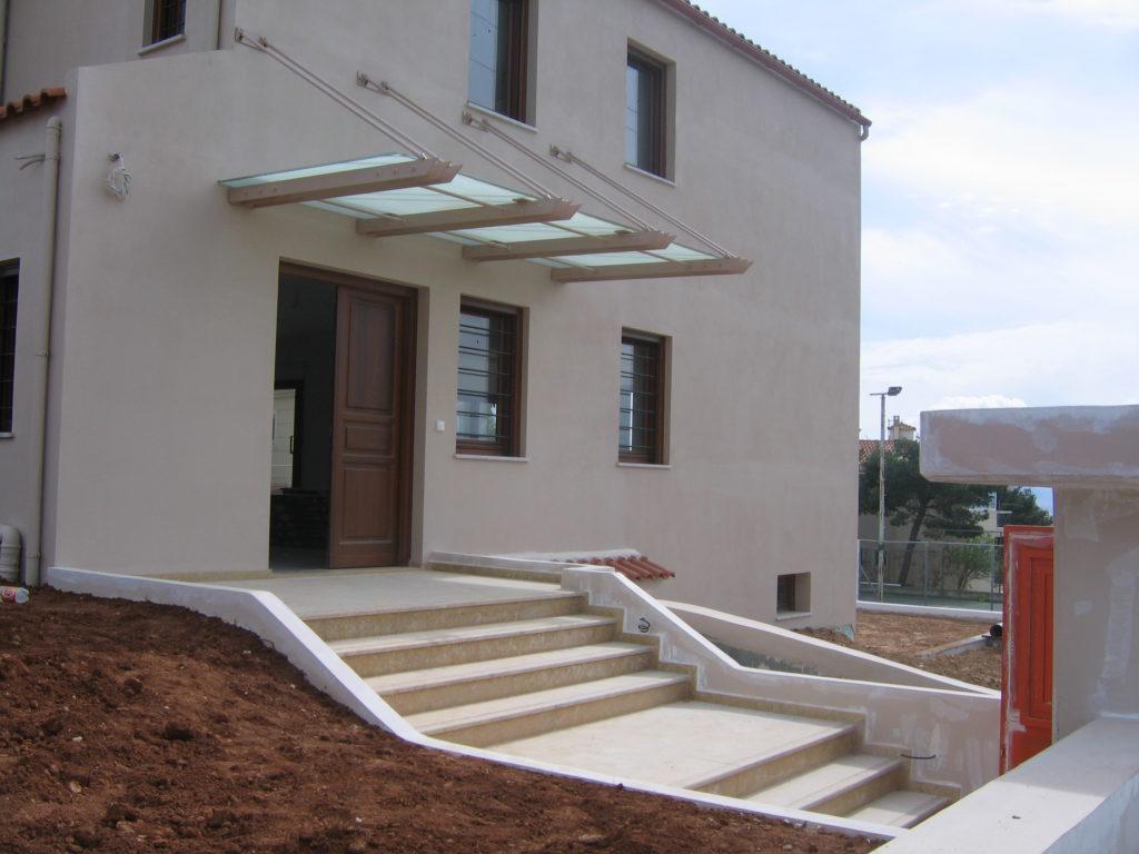 κατασκευή στέγαστρου με άδεια δόμησης
