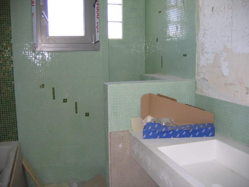 τοποθέτηση πλακιδίων ψηφίδα σε μπάνιο
