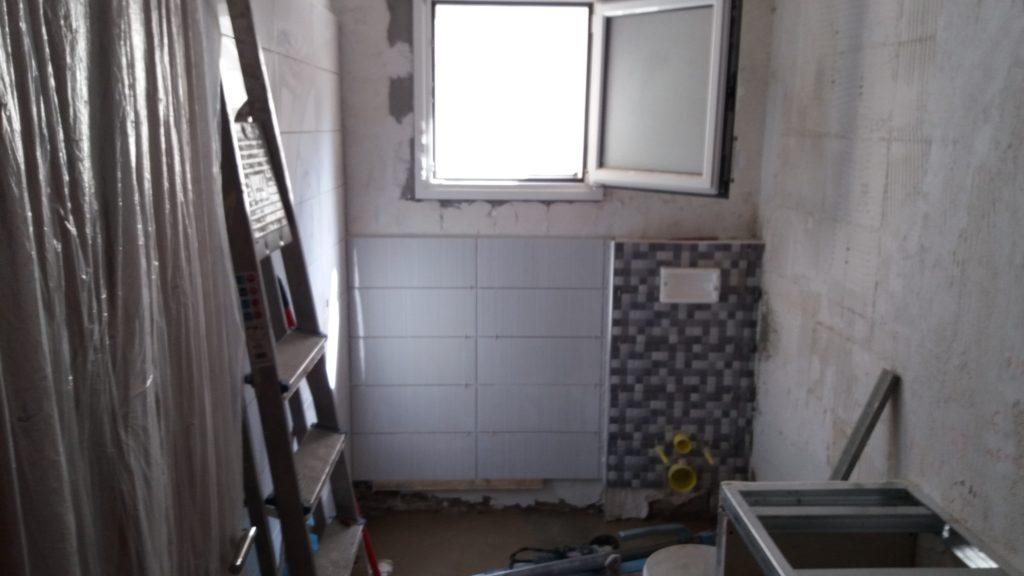 ανακαίνιση μπάνιου τοποθέτηση πλακιδίων